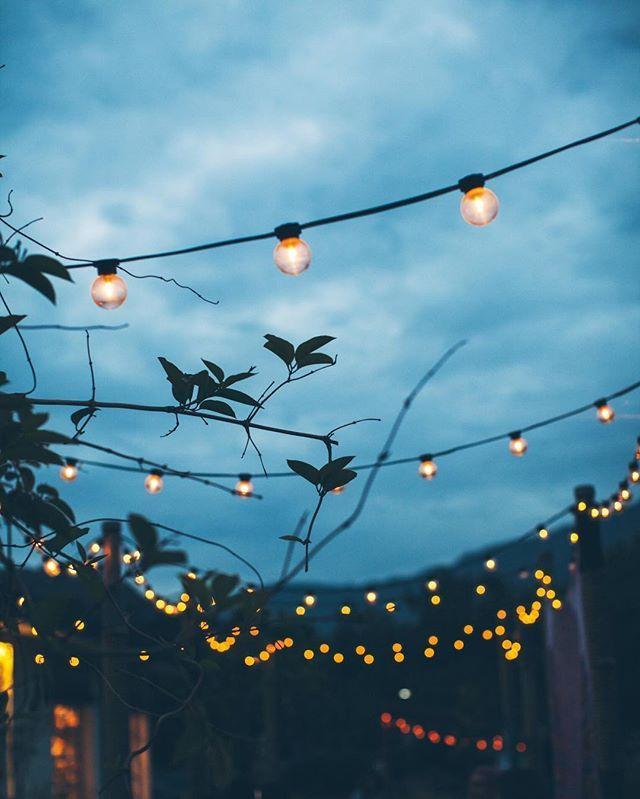 Es gibt nichts Schöneres als eine warme Nacht (und funkelnde Lichter)