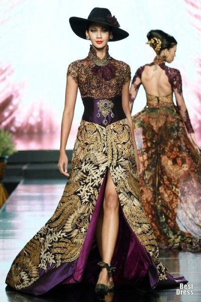 Anne Avantie 2012/2013 The kain has a typical batik print, while the rest is modern. Beautiful