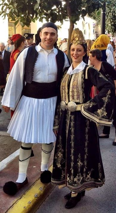 Λύκειο Ελληνίδων Καλαμάτας [The Folk Dance Group of the Lyceum of Greek Women of Kalamata http://www.lykelkal.gr/activities/dance-performances/?lang=en]