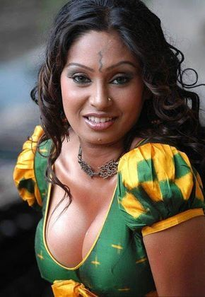 Aunty without blouse