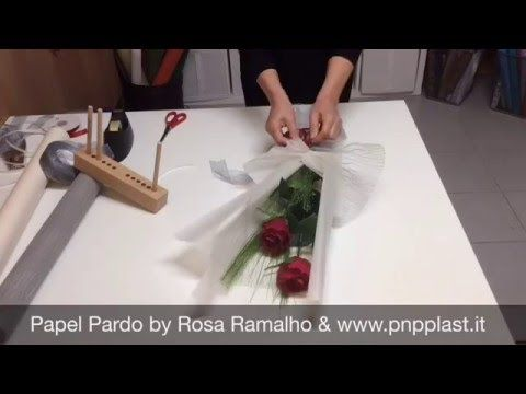 Wrapping two roses with paper kraft black #wrapflowers - YouTube