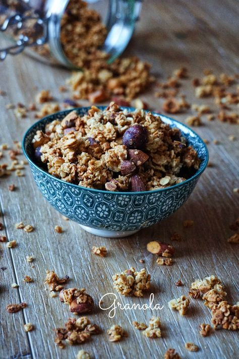 Aujourd'hui je vous présente ma recette de granola maison, customisable à volonté, pour vous régaler lors des brunchs ou petit-déjeuners