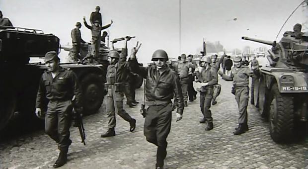 Força militar no dia 25 de abril