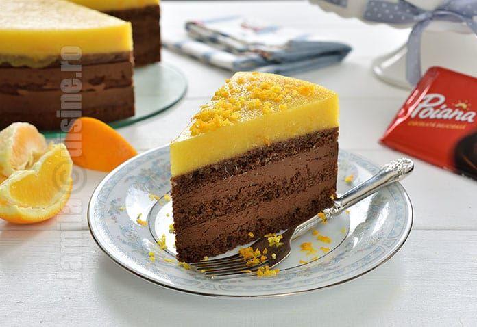 Tort de ciocolata si portocale sau cum sa faci un tort perfect pentru revelion si nu numai. Straturi de blat pufos si insiropat, crema de ciocolata cu aroma de portocale si deasupra jeleu de portocale aromat. Nu-i asa ca suna extrem de bine? De iubirea pentru ciocolata de orice fel stiti deja.