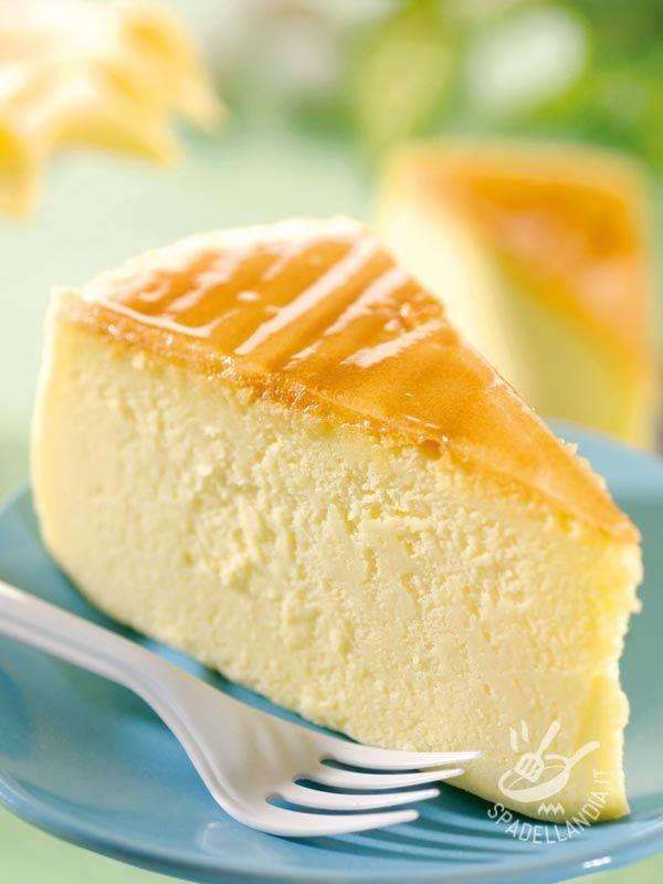 Una torta soffice, a base di formaggi cremosi, coperta da una gelatina di arancia: è la Torta di ricotta alla gelatina di arancia. Vietato resistere. #tortadiricotta