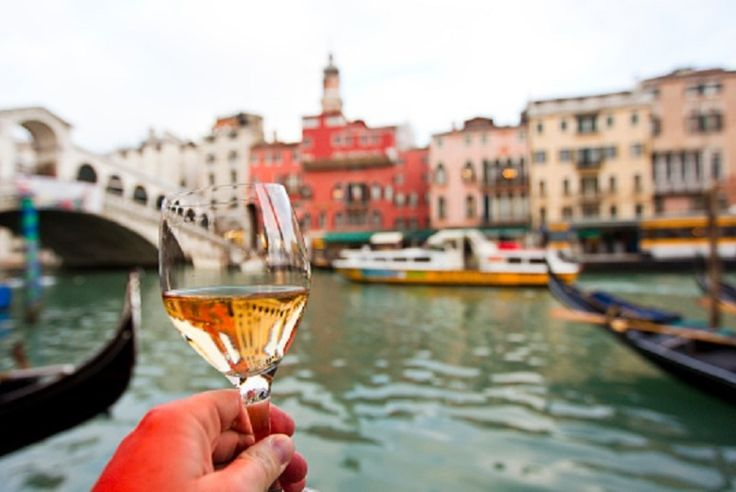 Discount 2-3nt 4* Romantic Venice Break, Flights & Bottle of Wine for just £69.00 Relax in style with a romantic two or three-night break to Venice.  You'll unwind in one of three contemporary 4* hotels between Smart Hotel Holiday, Quality Hotel Delfino Venezia Mestre, or the Ambasciatori Hotel.  Includes return flights from London Stansted, Gatwick, Luton, Manchester, and Bristol.  Plus,...