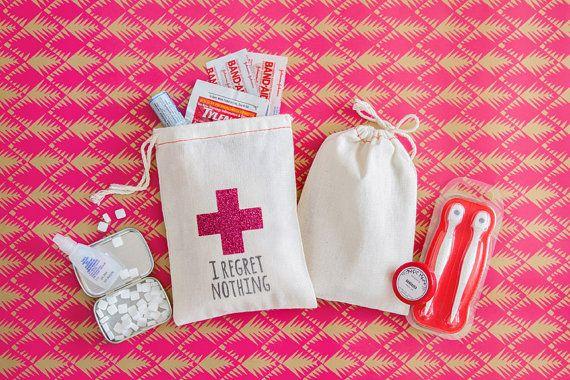 Gueule de bois classy Bachelorette Kit Bags  par becollective