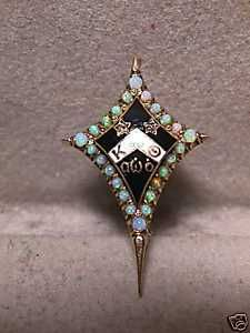 """Look at this amazing Kappa Alpha Theta badge! It is known as a """"Dyer badge"""" - noted by it's elongated points. Beautiful.: Sorority Badges, Dyer Pin, Npc Sorority, Pretty Things, Kappa Alpha Theta, Thetajpg 225300, 1944 Opals, Opals Badges, Dyer Badges"""