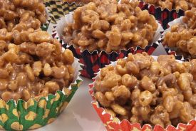 Lazy Peanut Butter Rice Krispie Balls - Can't get enough of these easy no bake cookies! #recipe
