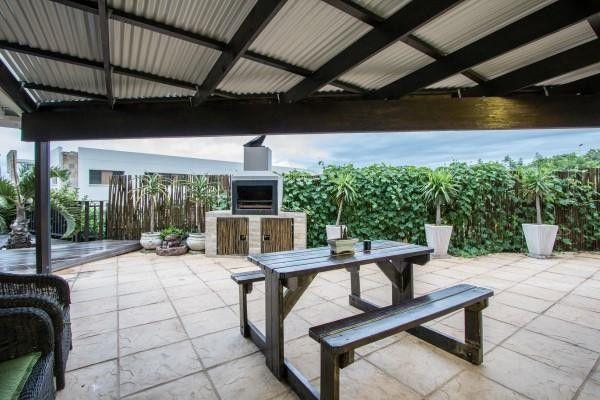 4 Bedroom House For Sale in Seaward Estate