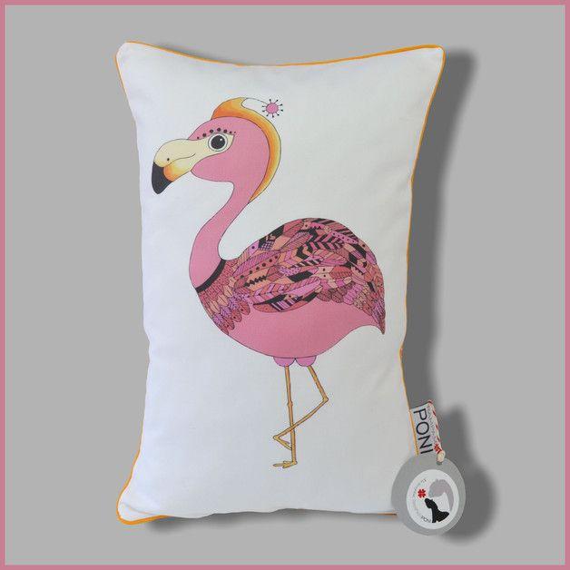 Oryginalna poduszka z autorskim projektem - z przodu piękny różowy flaming, który będzie ozdobą każdego pokoiku! Z tyłu róż w białe kropeczki. Całość wykończona bawełnianą, pomarańczową wypustką,...