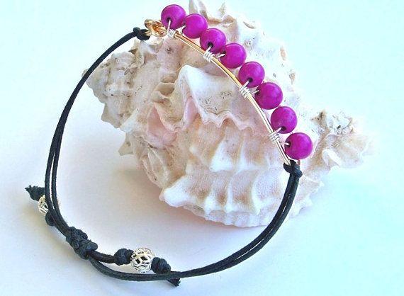 Bracelet Perle Fuchsia fil enroulé Bracelet par HighestTideJewelry