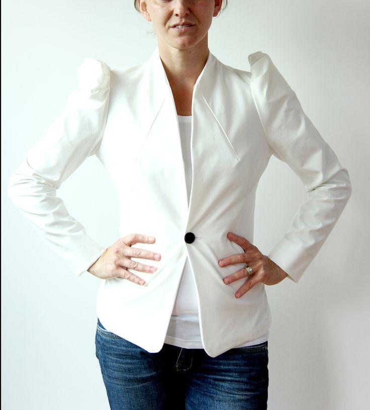 veste courte manches bouffantes queue de pie : Manteau, Blouson, veste par dagmara-joly