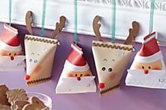 Adventskalender-Päckchen basteln: Weihnachtsmann und Elch