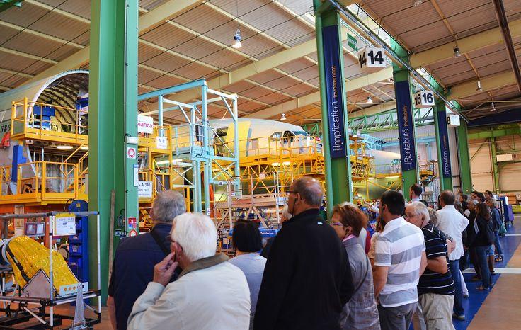 Visite de l'usine #Airbus. Les tronçons d'avions sont équipés de câblages, système hydraulique etc... (A. Klose/SNTP). #PortdetouslesVoyages  #SaintNazaire