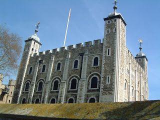 INFANTIL de GRACIA: CONOCEMOS LA TORRE DE LONDRES Y SUS FAMOSOS CUERVOS A LAS 5, HORA DEL TÉ. Puedes ampliar la información de castillos medievales en nuestro artículo del blog de www.solerplanet.com