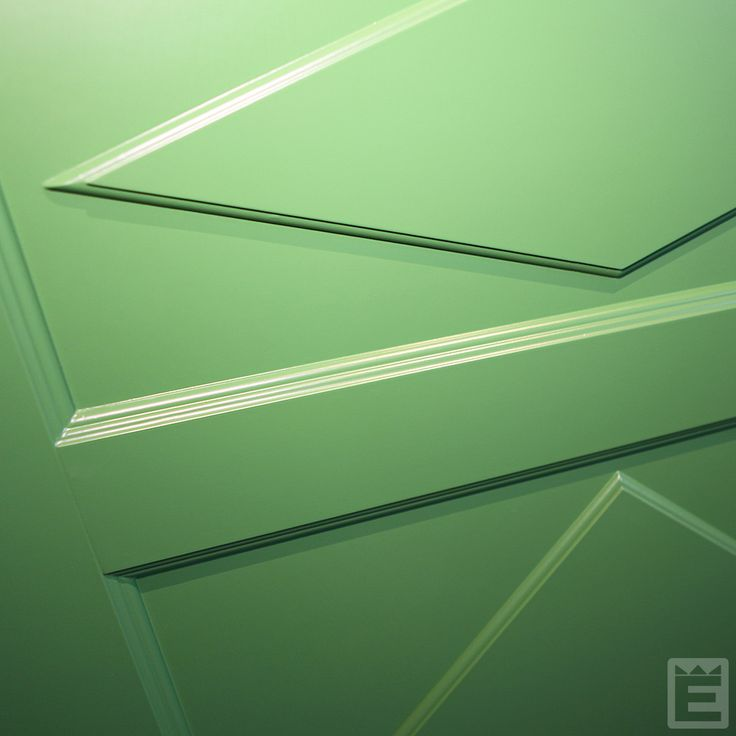 Denna klassiskt snygga dörr är Ekstrands ytterdörr Simris 800 i grönt.   #Ekstrands #dörr #dörrar #ytterdörr #ytterdörrar #Simris800 #Simris810 #dörrspeglar #grön #grönt