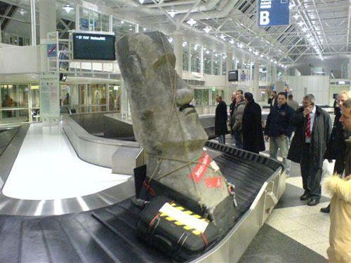 Estatua en el aeropuerto
