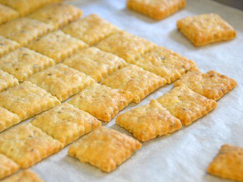 Homemade Cheese-Its // Baked: Oregano Cheezit Bak, Food Candy Snacks, Cheezit Bak Nyc, Diy Cheezit, Homemade Cheeseit, Homemade Cheezit, Cheezits Bak Nyc, Oregano Cheezits Bak, Baking Nyc
