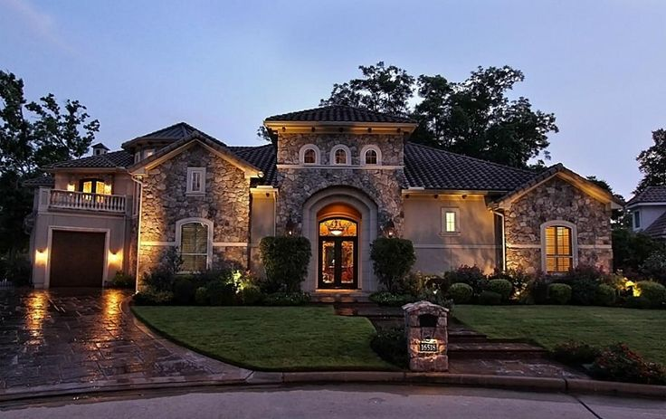 16518 Glorietta Turn,Houston, 77068.  ELEGANT HOME ON THE GOLF COURSE - This home is beautifully appointed with a stucco and stone elevation reminiscent of a Tuscan estate.
