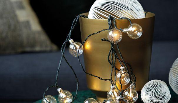 Il est temps de vous faire profiter de notre sélection de guirlandes lumineuses pour décorer votre sapin et vos pièces pendant les fêtes de Noël. Votre intérieur n'aura jamais semblé aussi éclairé.