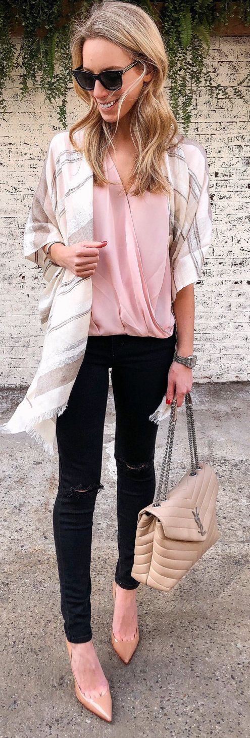 #spring #outfits woman in white cardigan pink shirt and black pants. Pic by @katiesbliss
