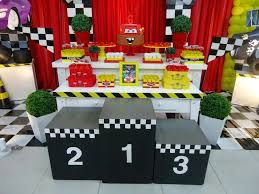 Resultado de imagem para festa de aniversario de carros de corrida