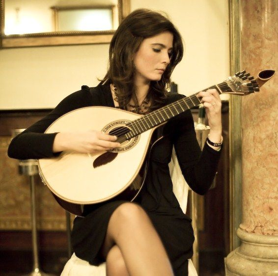 Marta-Pereira-da-Costa playing portuguese guitar