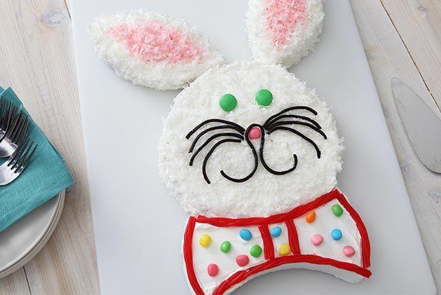 Que ce soit pour un anniversaire ou pour Pâques, notre gâteau «lapin» facile à préparer impressionnera vos convives. Suivez nos étapes toutes simples pour le découper et le décorer. À vos tabliers!