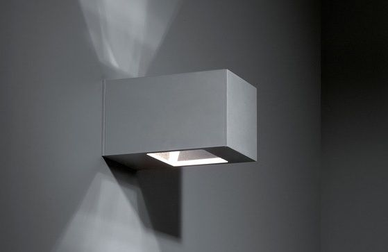 Anyone who likes cubism and sleek lines will become a fan of Boxlite. As a wall luminaire, Boxlite consists of a rectangular box with a square recess at both the top and the bottom. This creates an extremely sleek play of light on the walls, both upwards and downwards. #boxlite #supermodular