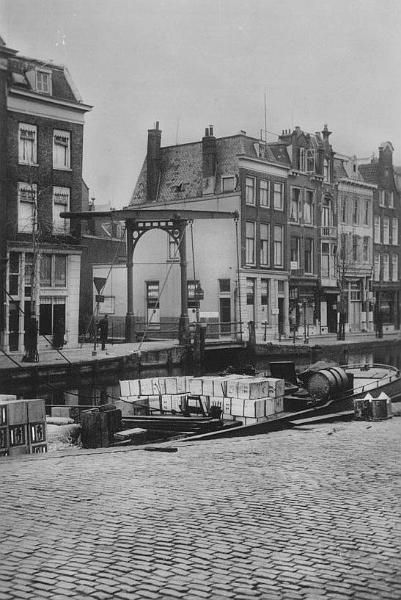 Delftse vaart vanaf Haagse Veer met Stokvisbrug