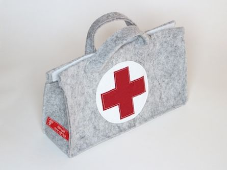 Mein Ältester hat vor einigen Jahren einen (hässlichen) Arztkoffer geschenkt bekommen. Die Koffer ist irgendwann kaputt gegangen, aber die U...