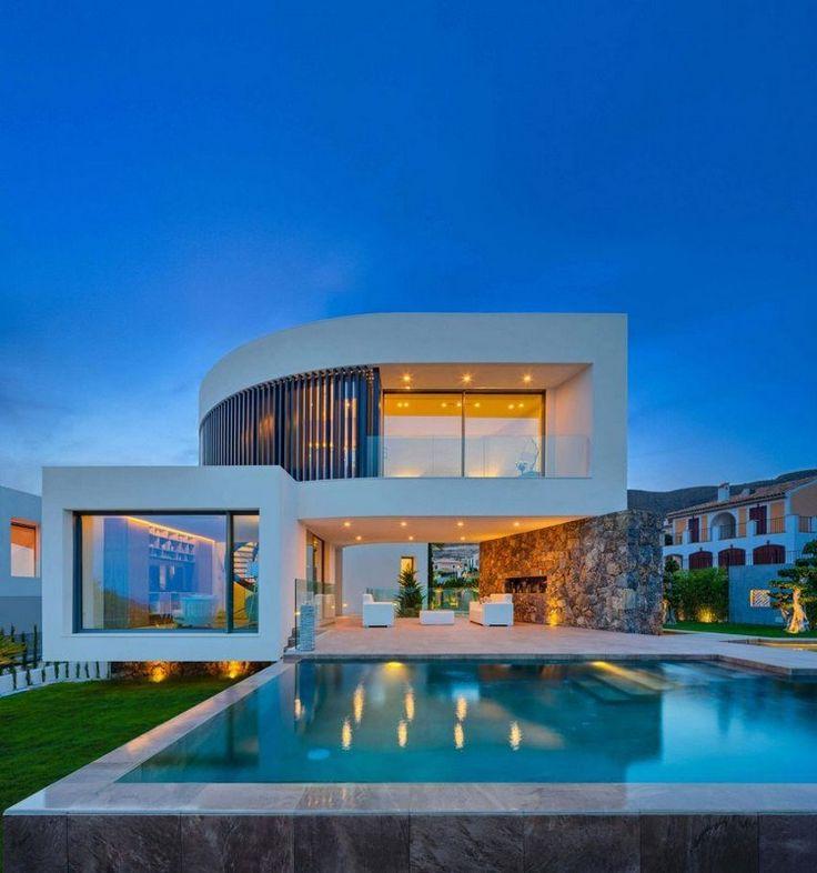 Villa in Spanien mit interessanter Architektur