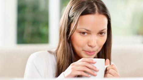 uống nước nóng có tác dụng gì ? Các nghiên cứu đã chỉ ra rằng uống nước nóng có thể mang đến nhiều lợi ích khác nhau như: giải độc cơ thể, giảm cân, ngăn ngừa lão hóa, lưu thông máu, ...