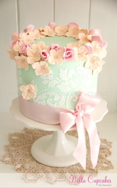 Light pink & mint green cake with flowers