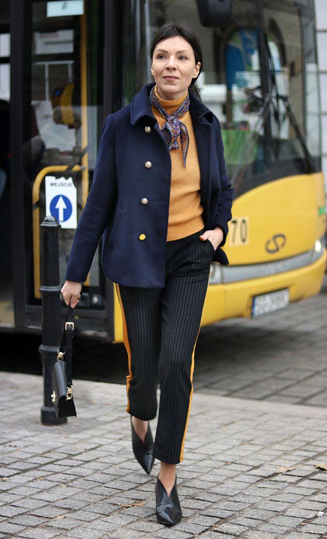 https://minimalissmo.blogspot.com/2018/02/spodnie-z-lampasami.html #pants #stripes #navyblue #cape #coat #yellow #scarf #bag