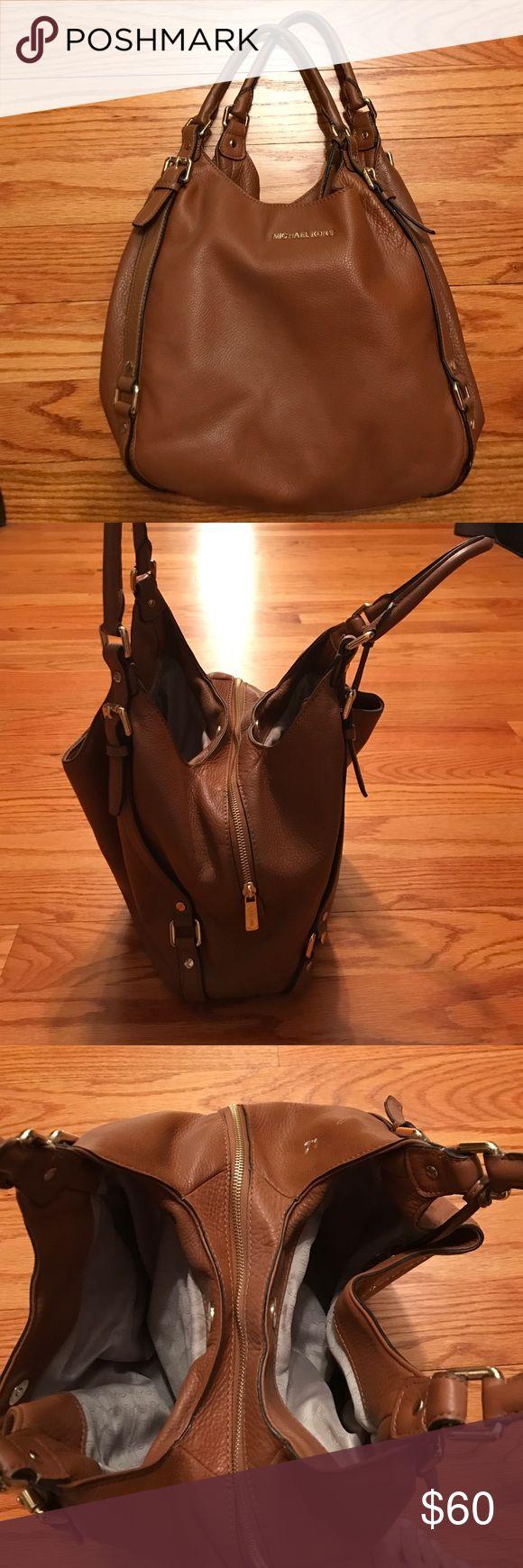 Micheal kors handbag Beautiful like new  very spacious KORS Michael Kors Bags Shoulder Bags