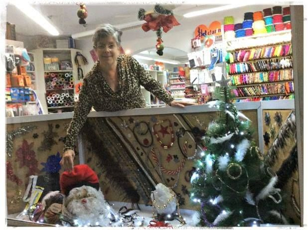 Aparador de nadal a punt! Acosta't i descobreix les novetats i productes originals per aquestes festes. #merceria #calella #elpedacet #labores #madeyourdelf #ofertes #nadal