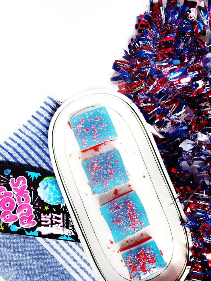 These easy to make red, white,and blue jello shots are the perfect jello shot for Fourth of July or memorial day weekend. The Pop Rock cocktails are topped with pop rocks for a fun firecracker kick to the original jello shot. Perfect for fourth of july parties and can be made in large batches. // www.ElleTalk.com