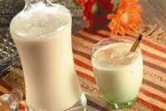 Coquito puertorriqueño  2 latas leche evaporada  2 latasLeche condensada  1 lata crema de coco  1 cdta vainilla  1 cdtaCanela  Licor blanco al gusto (recomiendo don q cristal )