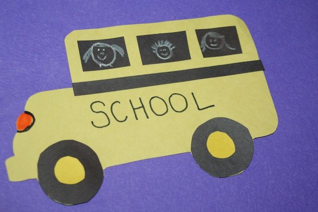 Construction Paper School Bus Craft - perfect for back to school, a preschoolers first field trip, or learning about vehicles. #back2school