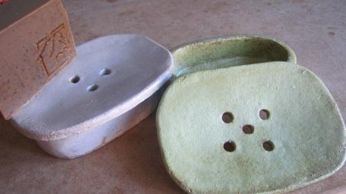 Naturalmente Mediterraneo hand-made ceramic soap dishes. www.naturalmentemediterraneo.com