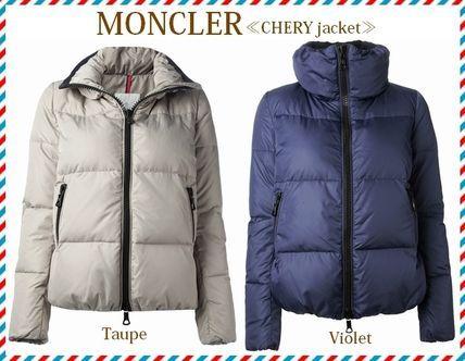 2014新作★セレブ愛用!☆MONCLER☆CHERY☆ダウンジャケット 2色 丸みのあるシルエットが可愛らしいダウンジャケットになります。BUYMAの定番人気モデルにもラインナップされている注目のアイテムです。