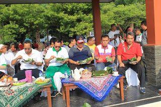 Koran Online Pekalongan Dan Sekitarnya: Sediakan 2500 Nasi Bungkus, Walikota Pekalongan Ajak Sarapan Bareng Warga