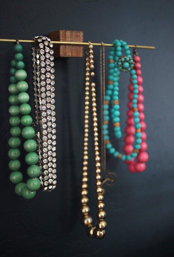 Rangement chic et DIY pour les bijoux  http://www.homelisty.com/rangement-bijoux/