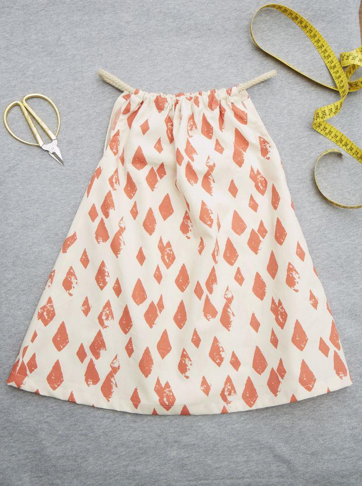 Kleider machen heute | Ihr Kind braucht noch ein kleines Kleidchen? Bitte schön! Der Schnitt kommt vom Berliner Label Noé & Zoë, die Anleitung packen wir obendrauf. Nur nähen müssen Sie noch selbst.