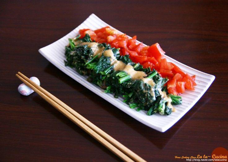 Japanese Spinach Salad with Sesame Dressing -  시금치 참깨무침, 참깨소스 시금치무침,  ゴマソース 일본식 시금치요리, 참깨소스 만들기