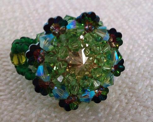 Green Swari flower ring, Zöld Swari virág gyűrű.