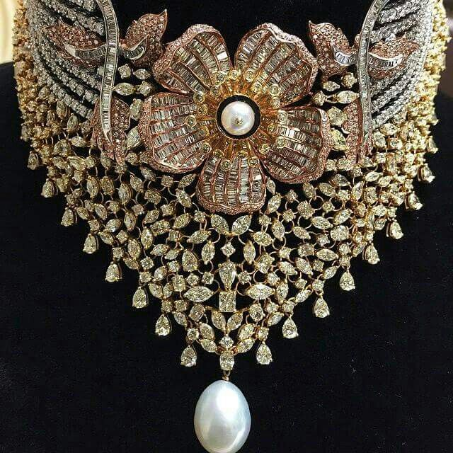@imtiazmotiwala #Diamond #choker in white, rose and yellow gold with pearl. Mesmerising isn't it. For a too be #bride only at #noorsonsinternational