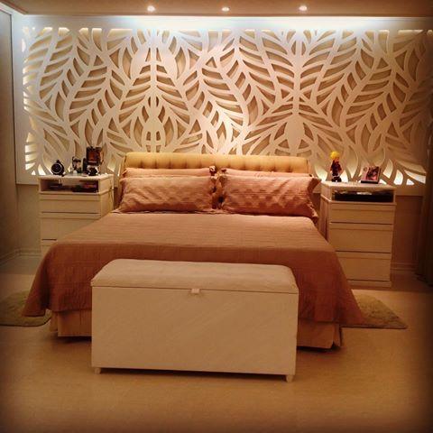 Quarto casal o painel vazado e iluminado é o grande destaque do quarto #arq #arquitectura #design #decor #bedroom #quartocasal #duodesignart #cabeceira #led #iluminacao #laca #mdf #painel #painelvazado